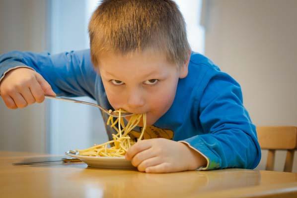 Bezplatné školní obědy pro děti. Kdo na ně má nárok?