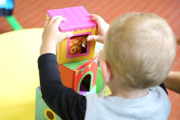 Přeplněné mateřské školy trápí mnoho rodičů