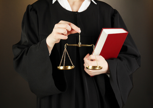 Soudní výkon rozhodnutí vs. exekuční vymáhání výživného