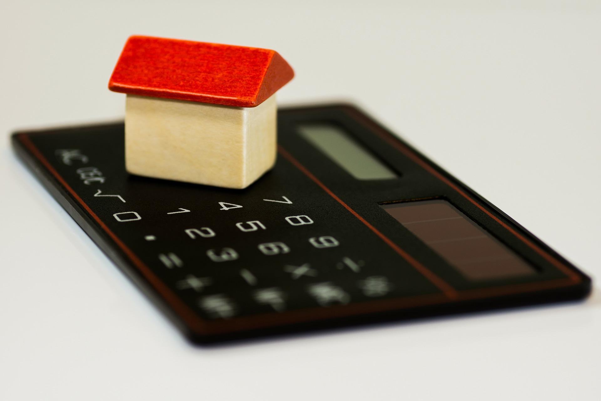 Hypotéka, úvěr a výživné.
