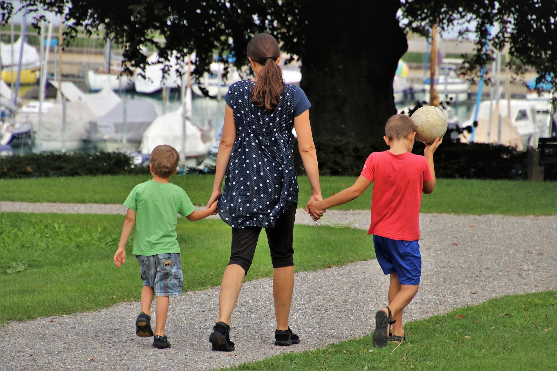 Bezplatné kurzy pro rodiče samoživitele a jejich děti